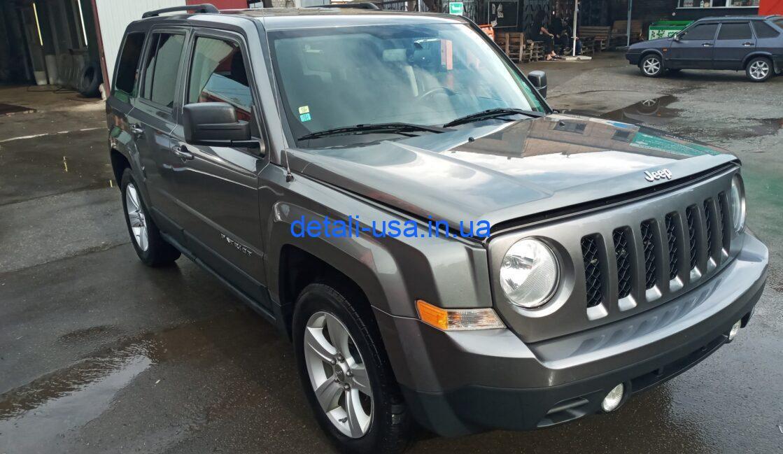 Серый Jeep Patriot 2011